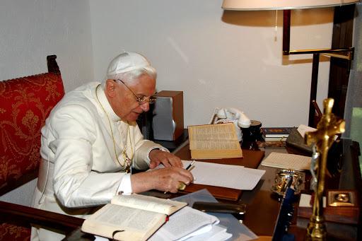 Benedetto XVI scrive - es