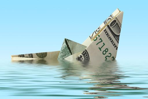 money ship wreck in water - es