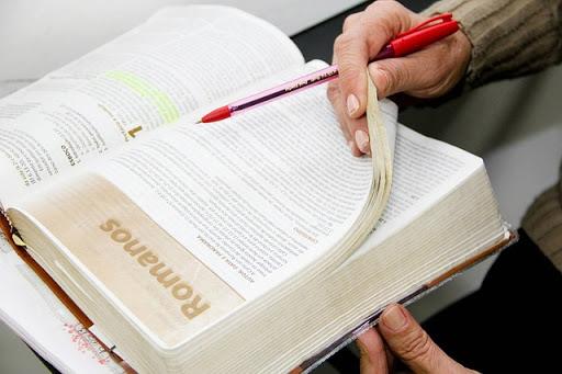 estudiando la Biblia