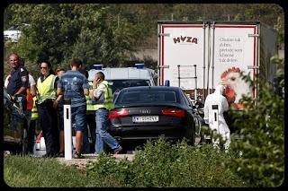 Cadáveres de inmigrantes en un camión de pollos