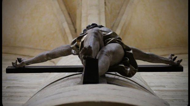 crucifijo desde abajo