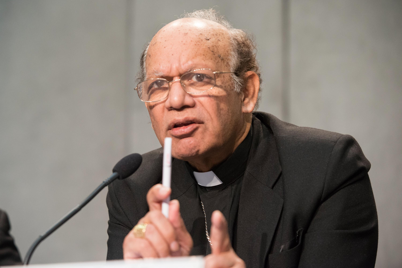 WEB - Card. Osvald GRACIAS - Synod of Bishops - Briefing - 2015_10_22 © Antoine Mekary - ALETEIA  - DSC2973
