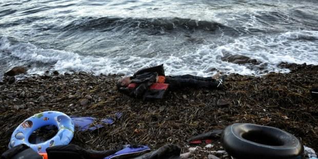 niño inmigrante muerto en la playa