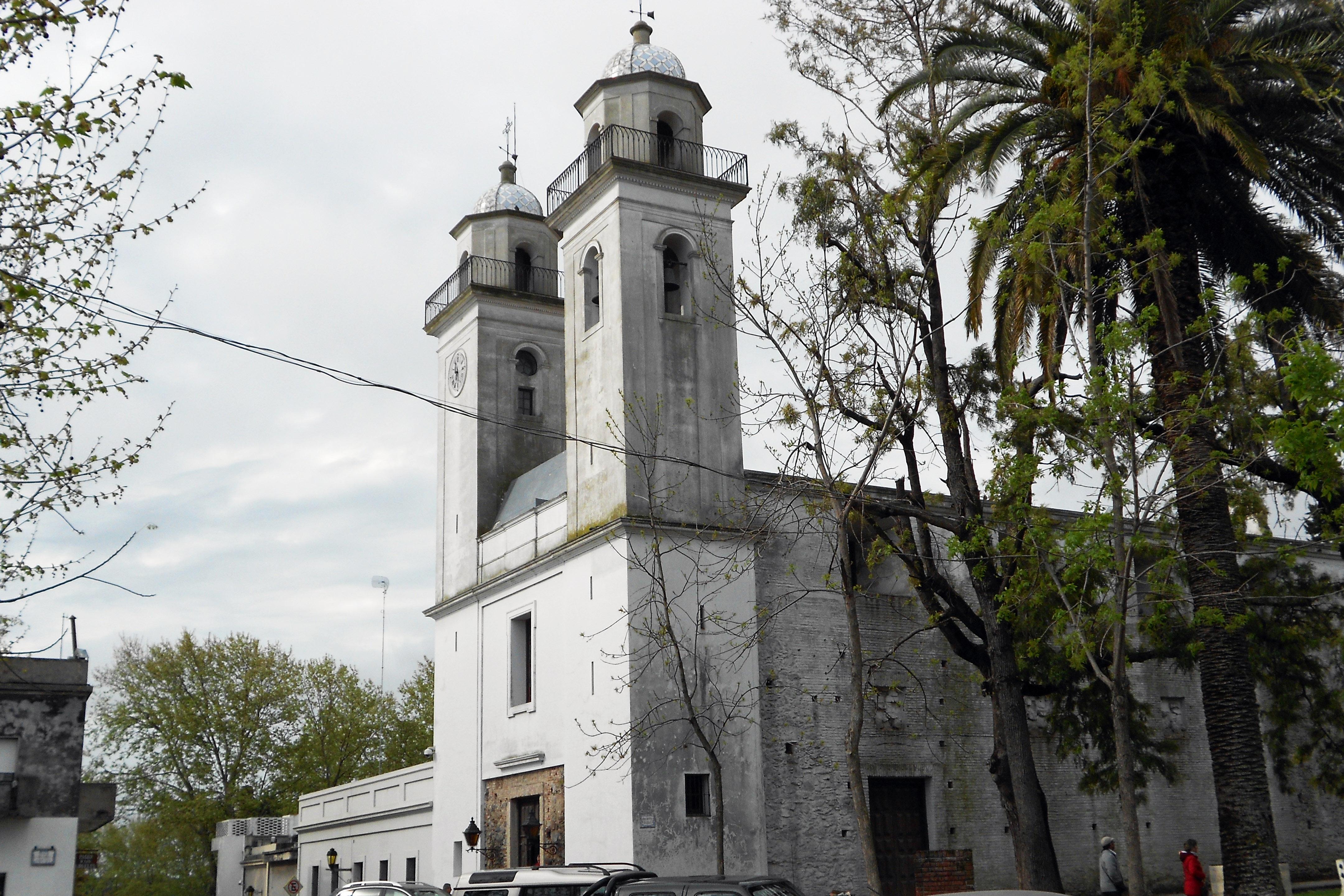 WEB-CHURCH-URUGUAY-IGLESIA_DEL_SANTÍSIMO_SACRAMENTO_-_COLONIA_DEL_SACRAMENTO-Fefito2007-CC