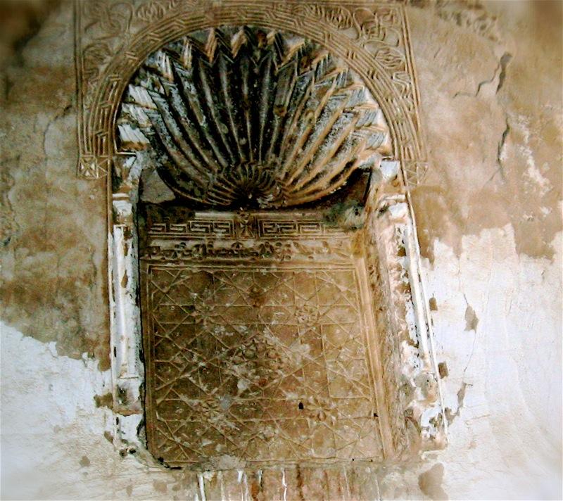 El templo fue construido en el siglo VI por monjes asirios; luego fue reclamado por los caldeos hasta que, finalmente, a mediados del siglo XVIII, los monjes recibieron un ultimátum de parte de los invasores persas: o abandonaban el monasterio o morirían por la espada.