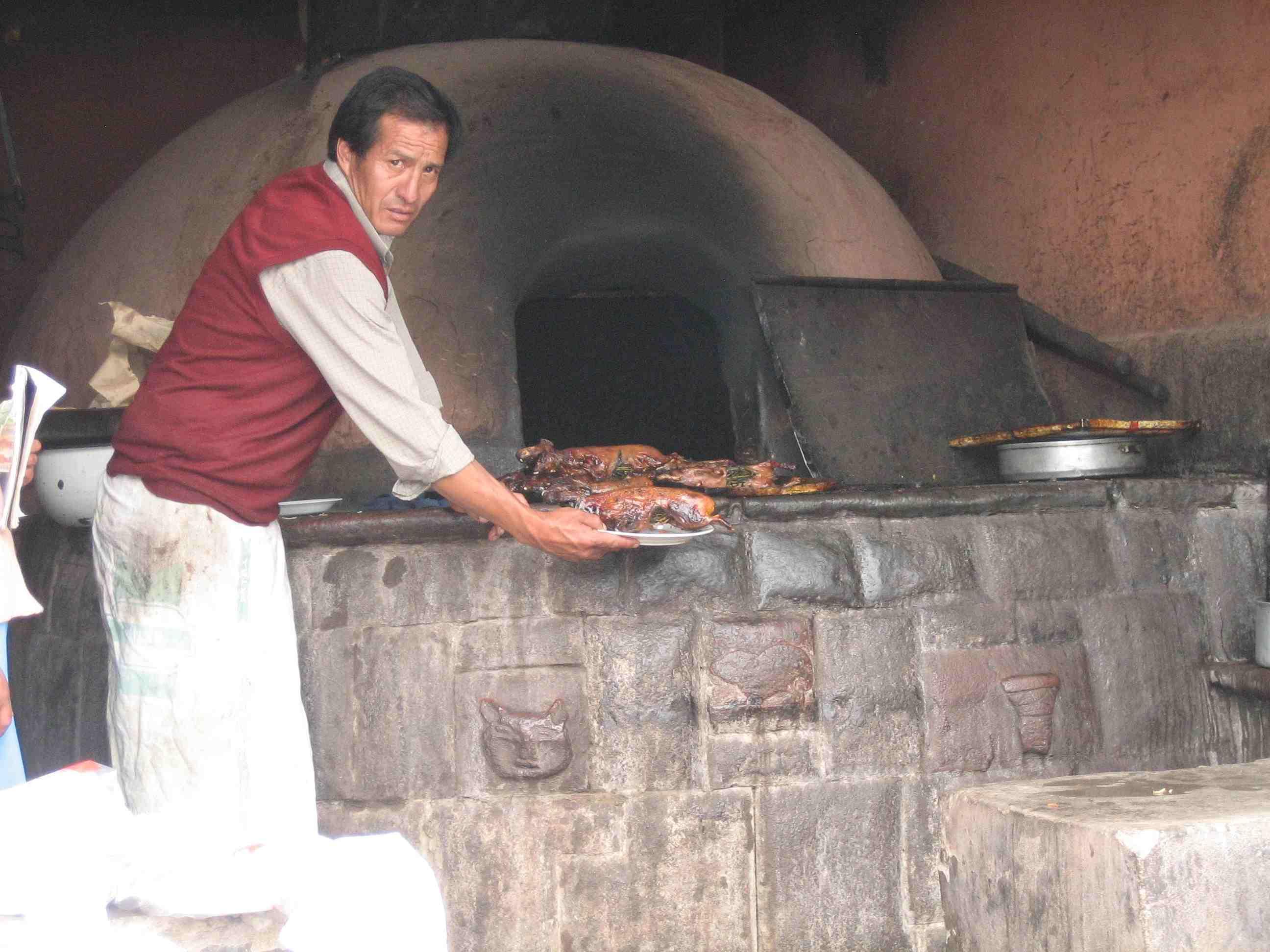 Hoy en día, el cuy se sigue consumiendo en algunos países andinos como Perú, Bolivia y Ecuador. La receta para cocinarlo (asado, al horno o frito) generalmente varía según el país o la región.