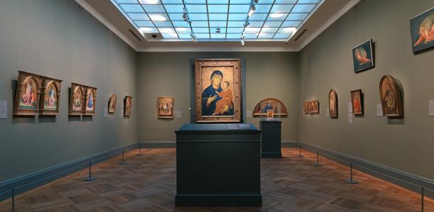 En la galería 602 del Metropolitan, la Epifanía de Giotto, pintada por el maestro aproximadamente en el 1320, está expuesta junto a una Madonna bizantina de Berlinghero, quizá datada en 1230