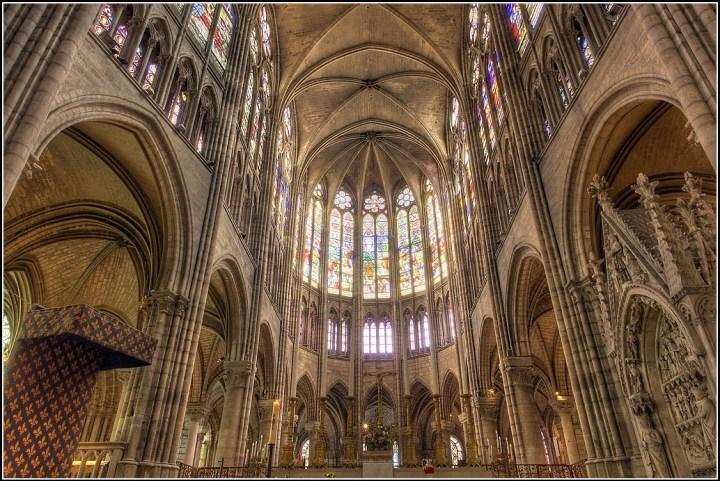 El ábside de la nueva Catedral de St. Denis, aparentemente diseñada por el Abad Suger.