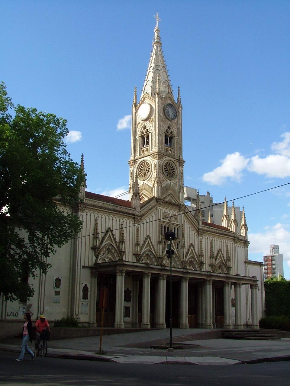 El templo más antiguo de La Plata, Argentina, pasó dos años cerrado, desde 1998 hasta el 2000.