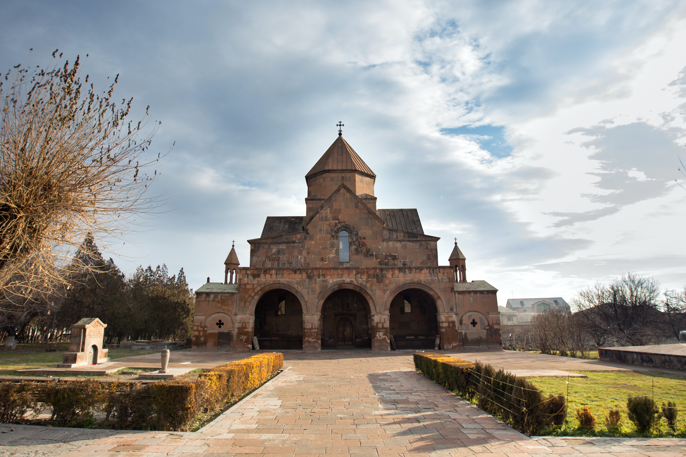 WEB-CATHEDRAL-ECHMIADZIN-ARMENIA-RAFFI YOUREDJIAN-CC