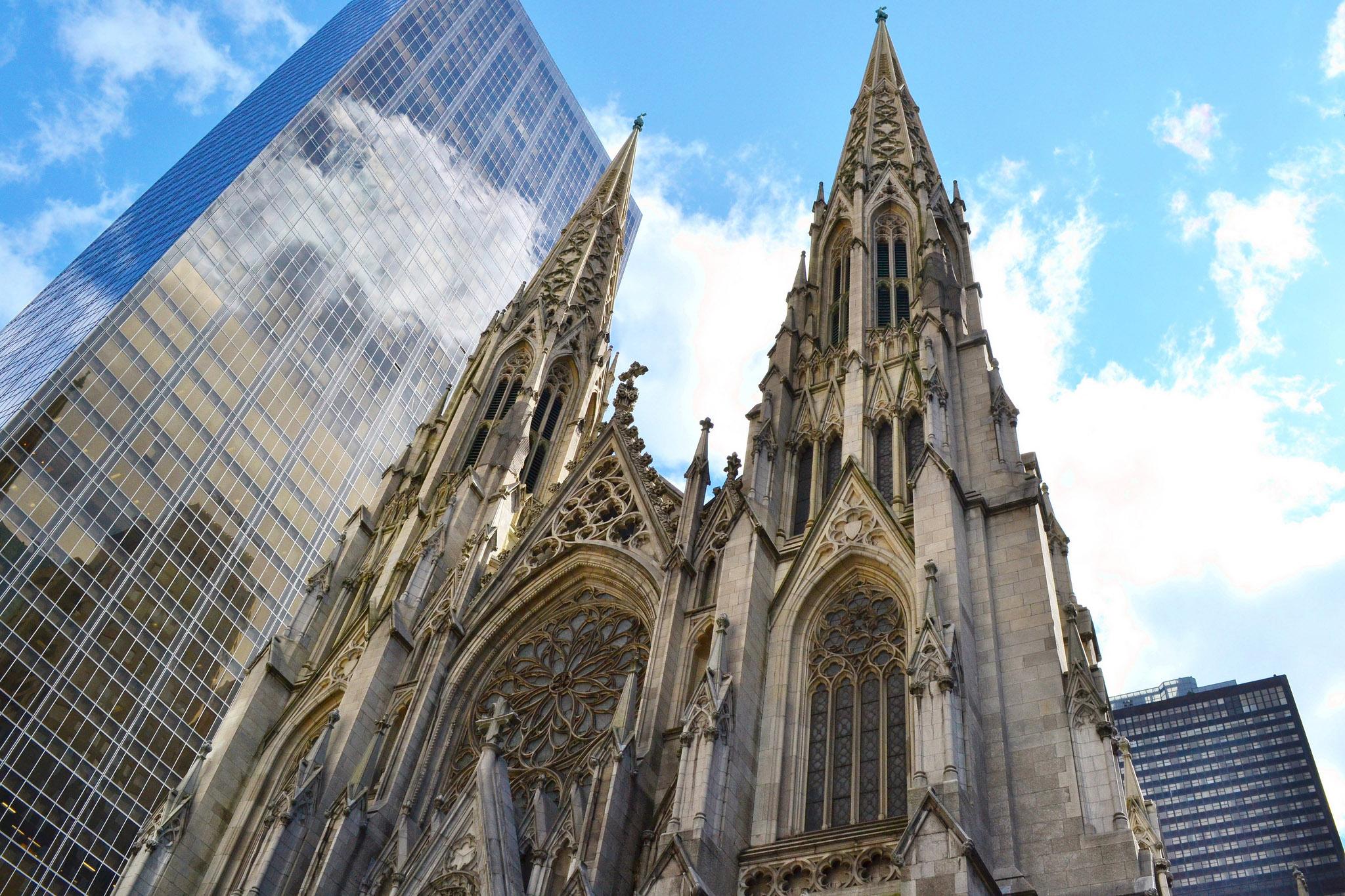 Si hoy día el desfile atraviesa la quinta avenida de Nueva York, entre la Catedral de San Patricio y el Rockefeller Center, en el siglo XVIII el desfile tenía lugar mucho más al sur de la ciudad, en lo que hoy se conoce como NoLiTa.