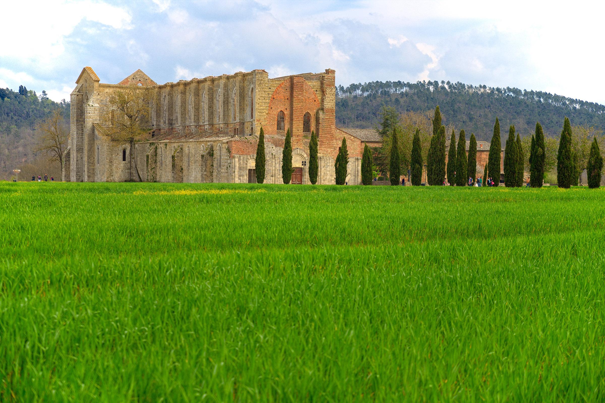 WEB-SAN GALGANO-ABBEY-ITALY-shutterstock_284579114-Marianna Ceccarelli-AI