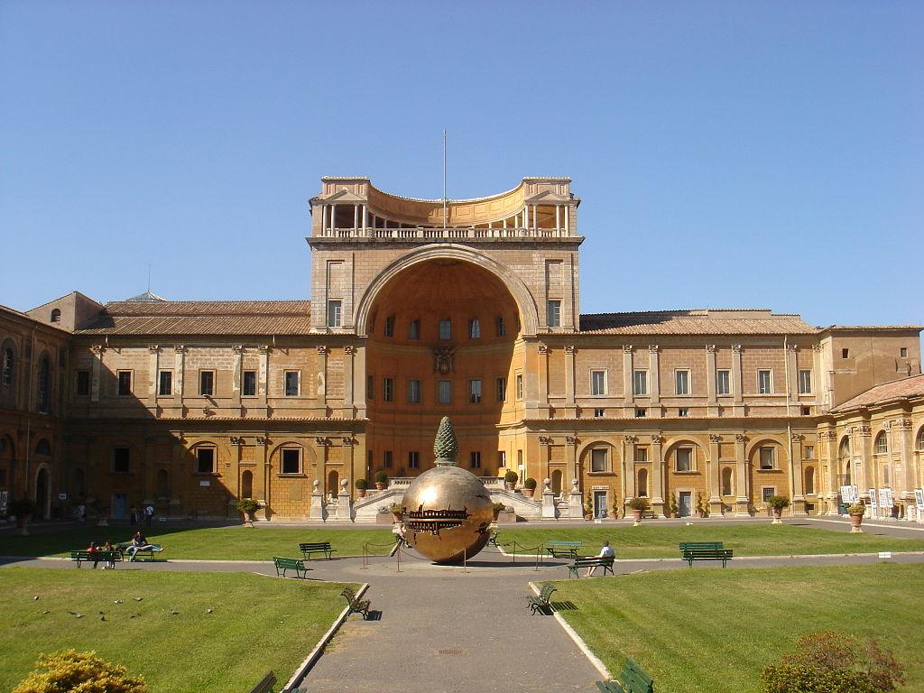 1024px-Musei_vaticani_-_cortile_della_pigna_01161
