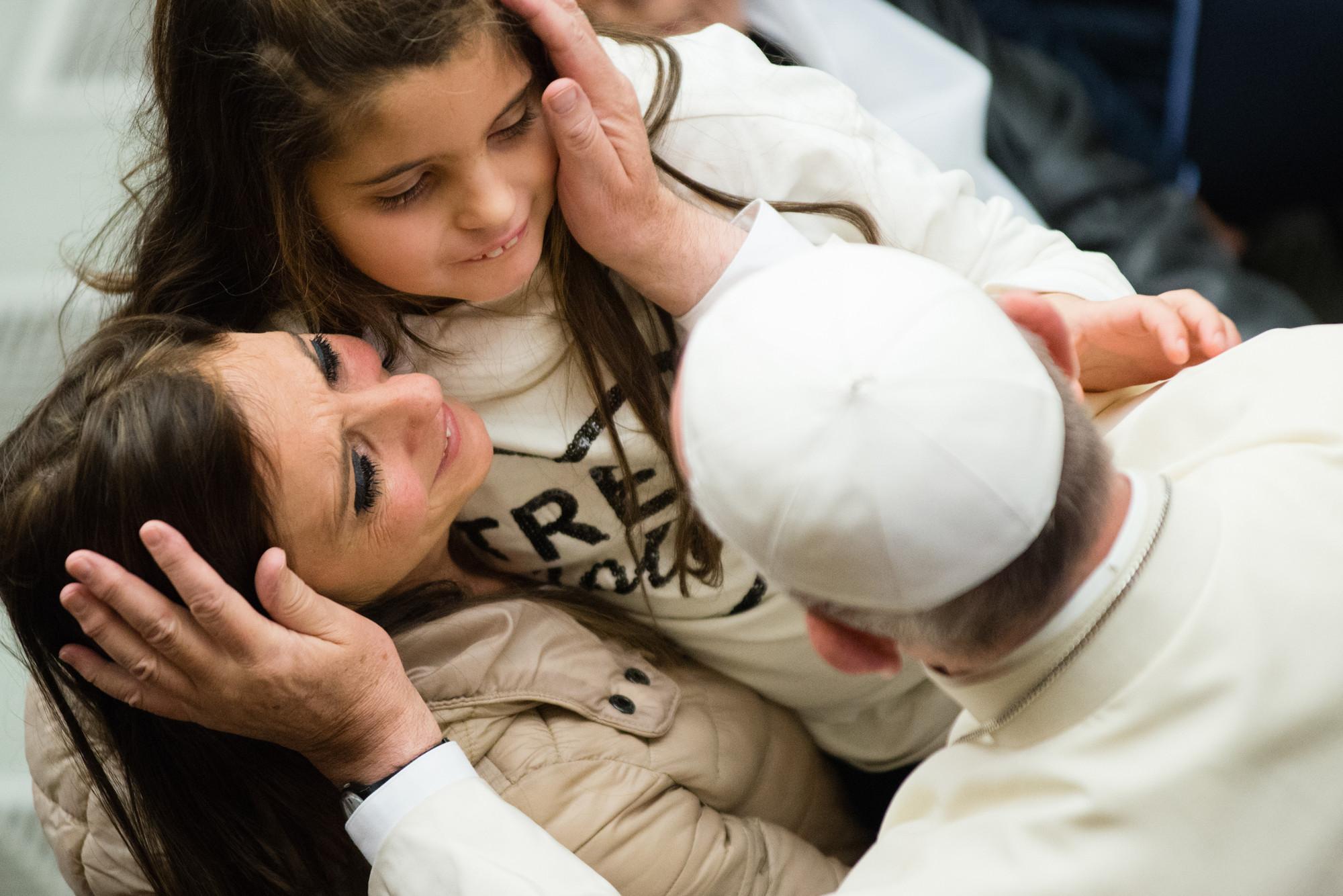 Papa francisco Madre e hija