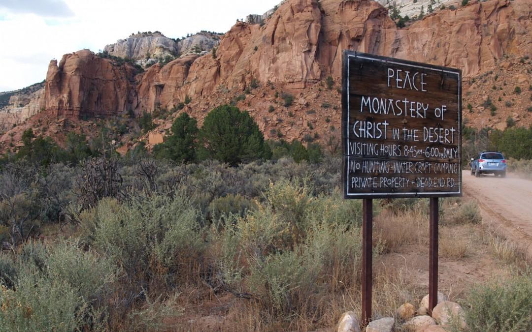 El Monasterio de Cristo en el desierto se encuentra en Abiquiu, Nuevo México en Estados Unidos, a unos cien kilómetros al norte de Santa Fe.