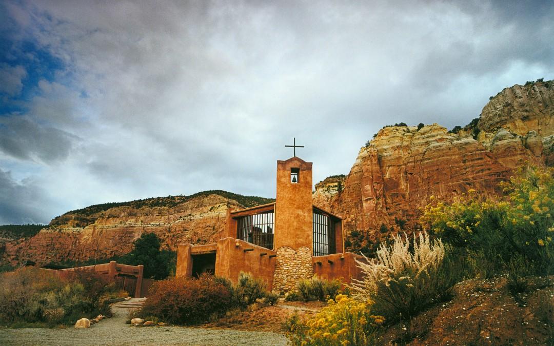 El principal arquitecto del monasterio original, incluidas la iglesia, el cenobio, las celdas de los monjes y la hospedería fue George Nakashima, el famoso ebanista y diseñador estadounidense de origen japonés.