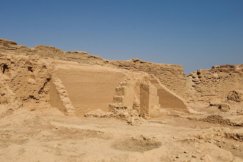 Vistas desde fuera, las ruinas de la casa de la iglesia de Dura-Europos, no tienen nada de especial.