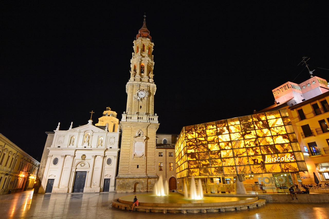 La Seu, o Catedral de San Salvador, es una de las dos catedrales metropolitanas de Zaragoza, junto con la basílica y catedral del Pilar.