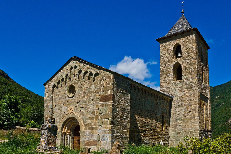 En el Valle de Boí (Lérida), hay ocho iglesias (las de Sant Climent y Santa Maria de Taüll y las de Coll, Barruera, Durro, Boí, Erill la Vall y Cardet) y una ermita (Sant Quirc).