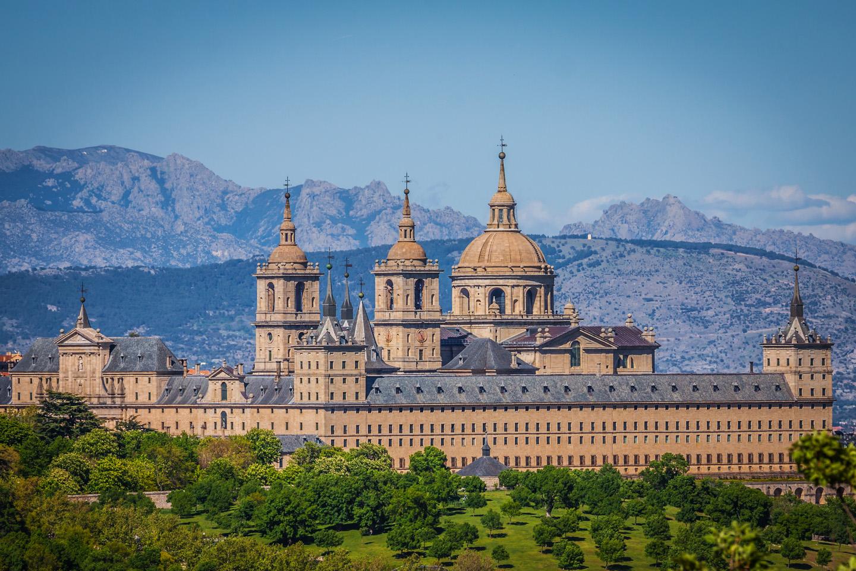 Felipe II ordenó levantar el Real Monasterio de San Lorenzo de El Escorial para acoger los restos mortales de su padre, Carlos V.