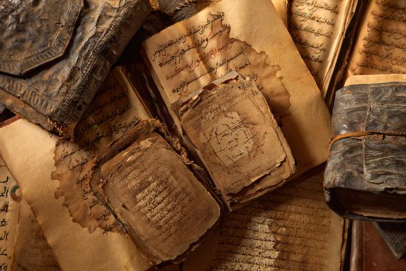 Cerca de 400.000 manuscritos fueron salvados de ser destruidos, algunos de ellos del siglo XI (PHOTOGRAPH BY BRENT STIRTON, GETTY IMAGES/NATIONAL GEOGRAPHIC)