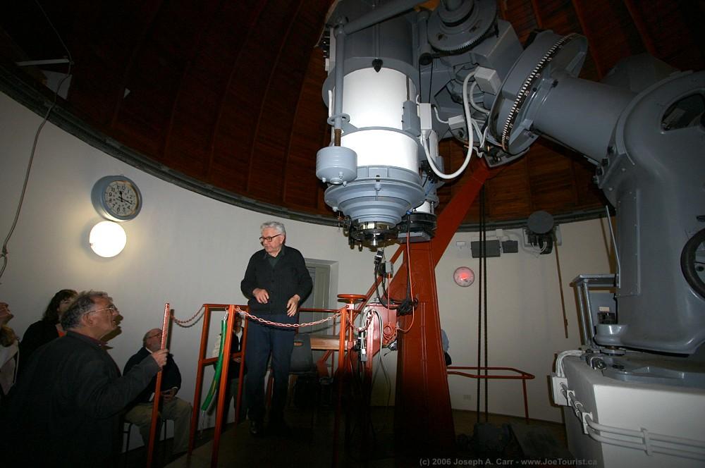 El custodio encargado del archivo del Observatorio Astronómico del Vaticano, el astrónomo jesuita de 93 años Sabino Maffeo.