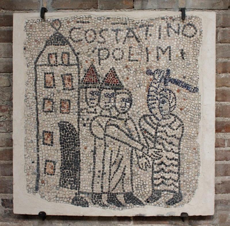 Una serie de mosaicos, originalmente añadidos a los pisos de la basílica, fueron encargados por el Abad Guillermo en el siglo XIII para conmemorar la Cuarta Cruzada, incluidas las tomas de Zara y Constantinopla.