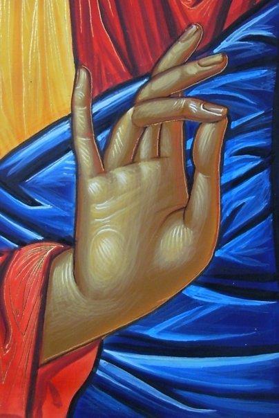 """Pero además, los tres dedos de Cristo, así como deletrean """"I"""" y """"X"""", también representan la Trinidad y la Unidad de Dios, Padre, Hijo y Espíritu Santo."""