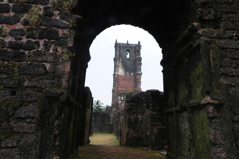 Cuando los agustinos llegaron a Goa en el siglo XVI, en 1597, inmediatamente emprendieron la fundación de un convento y una iglesia: San Agustín de Goa.