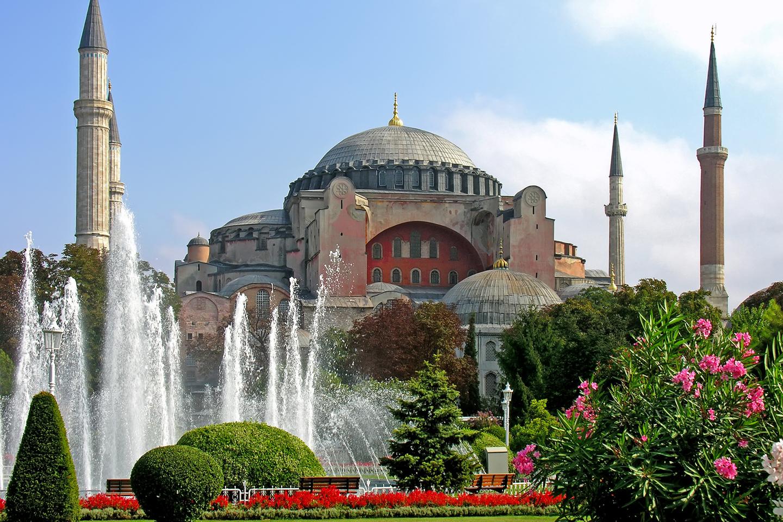 Hagia Sophia (del griego, Santa Sabiduría) es una antigua basílica patriarcal, luego convertida en mezquita y, actualmente, en museo, en la capital turca, Estambul. Fue dedicada en el año 360, y hasta 1453 fue la catedral bizantina de rito oriental, excepto entre los años 1204 y 1261, cuando fue reconvertida en catedral católica de rito latino, durante el patriarcado latino de Constantinopla fundado por los cruzados.  Tras la Conquista de Constantinopla por el Imperio otomano, el edificio fue transformado en mezquita, hasta que 1931, fecha en que fue secularizado y convertido en museo. A veces, se supone que hagia Sophia se refiere a Santa Sofía, la mártir romana del siglo II,  pero es en realidad la transcripción fonética al latín de la palabra griega sabiduría. El nombre completo del templo, en griego es Iglesia de la Santa Sabiduría de Dios.