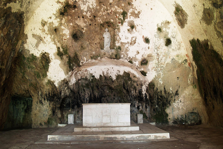 """Esta reciente restauración ha puesto fin al estado de abandono en que, lamentablemente, se encontraba la """"Gruta de Pedro""""."""