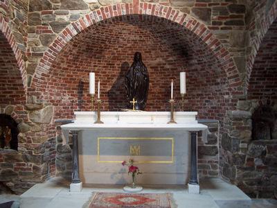 En el lugar hay un cenáculo para oración, dedicado especialmente a devociones marianas  en el que se llevan a cabo distintas celebraciones litúrgicas a lo largo del año.