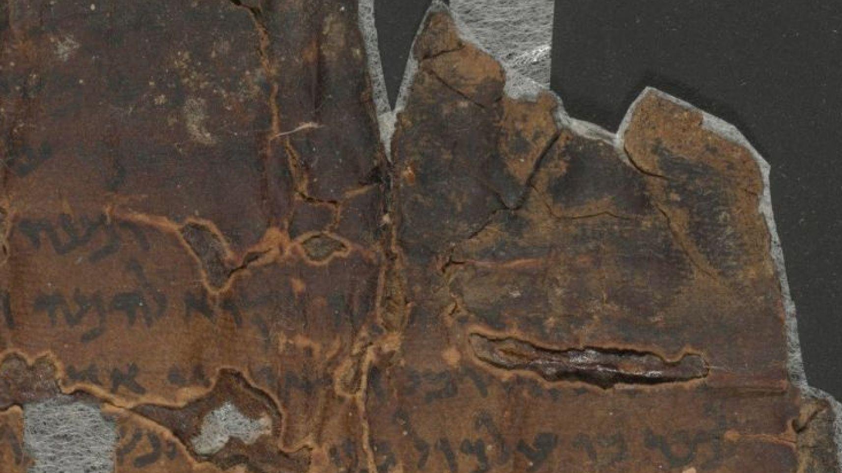 """El Dr. Alexey Yuditsky interpreta este texto como si quisiese decir que las """"costillas"""" del arca (esto es, las vigas transversales que daban forma al arca) se juntasen en la parte superior: es decir, que las vigas se juntaban arriba del arca, como en un cono, y se unían en un punto superior, dándole cierta forma cuasi piramidal."""