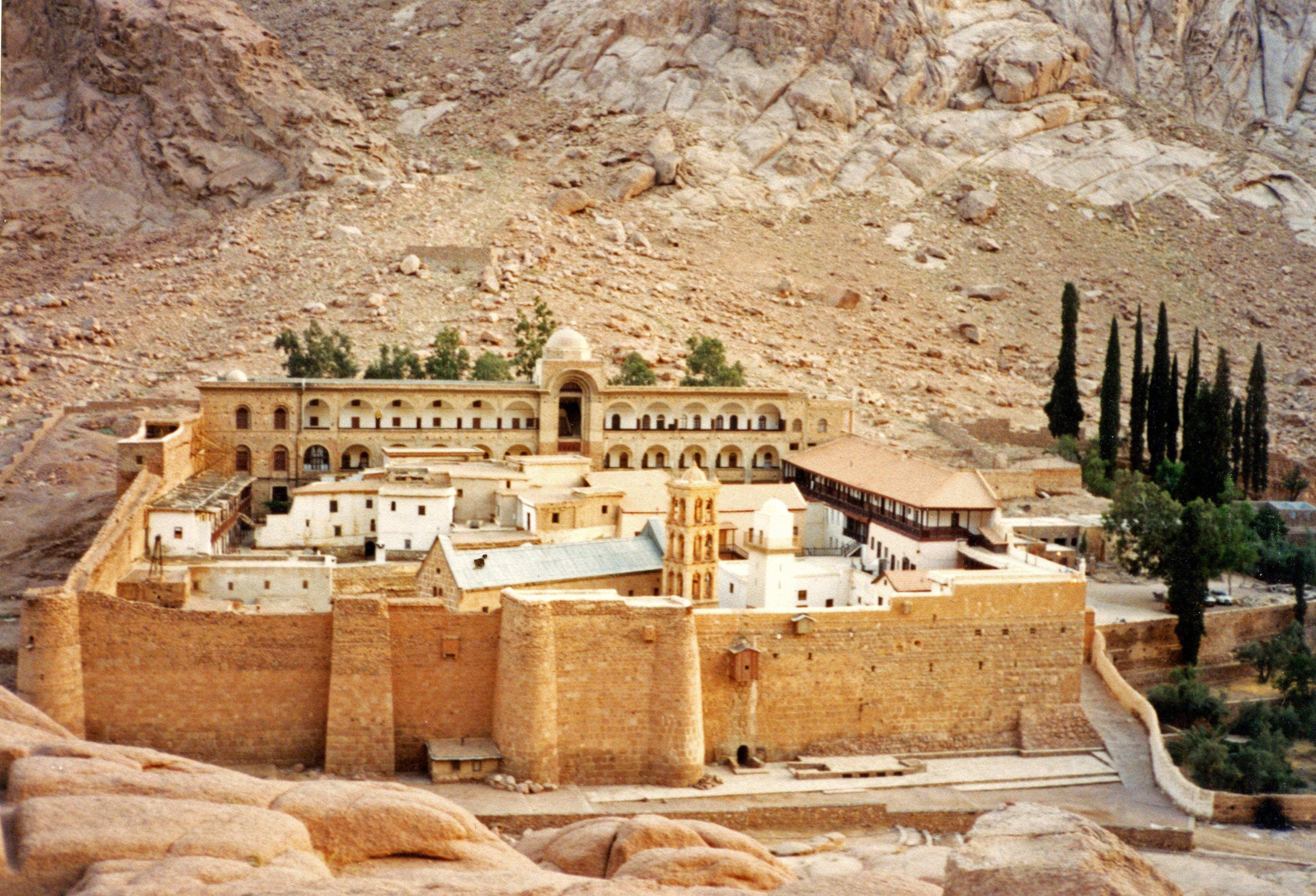 Desde el día de su fundación, en el siglo VI (entre los años 548 y 565), la biblioteca de Santa Catalina del Monte Sinaí nunca ha cerrado sus puertas.