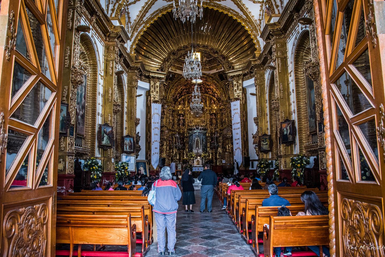 Juan Diego llenó su cántaro en un manantial que la Virgen hizo aparecer, y llevó el agua milagrosa hasta Xiloxostla, su pueblo natal.
