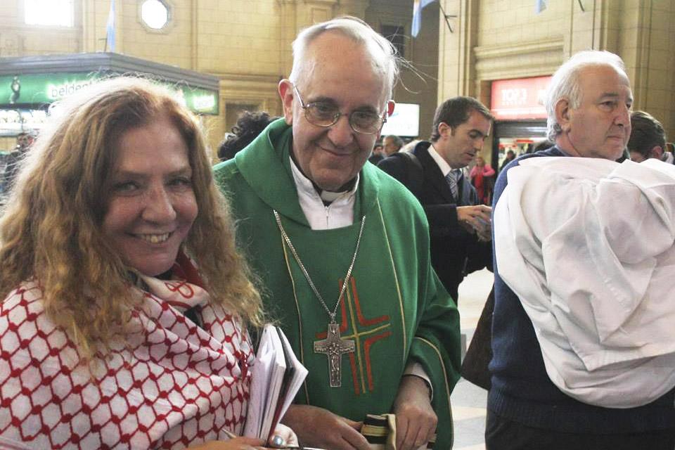 WEB-BERGOGLIO-BISHOP-POPE FRANCIS-ALICIA BARRIOS-FRIEND-JOURNALIST-Facebook Alicia Barrios