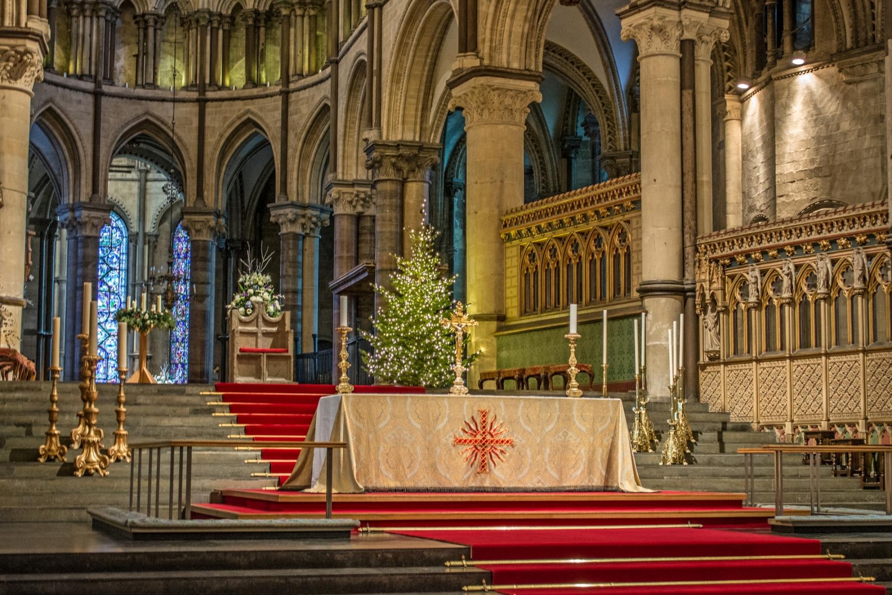 La catedral de Canterbury es conocida principalmente por sus vitrales de los siglos XII y XIII