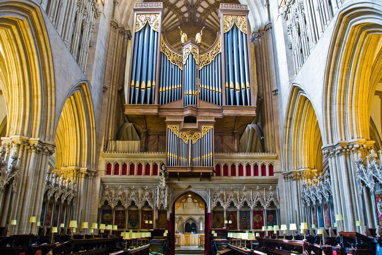 Comparada con las otras catedrales británicas, es relativamente pequeña.