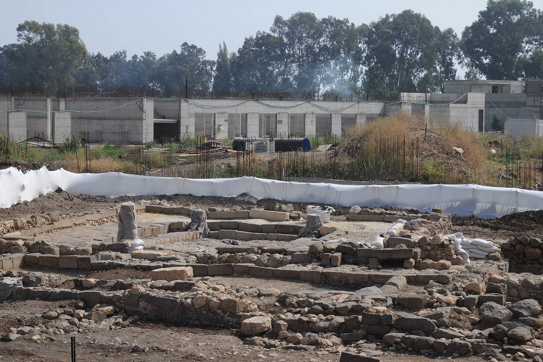 Pero no sólo los arqueólogos hallaron esta sinagoga, sino que, además, desenterraron una ciudad entera: la antigua ciudad de Magdala, que se cree ser la ciudad natal de María Magdalena.