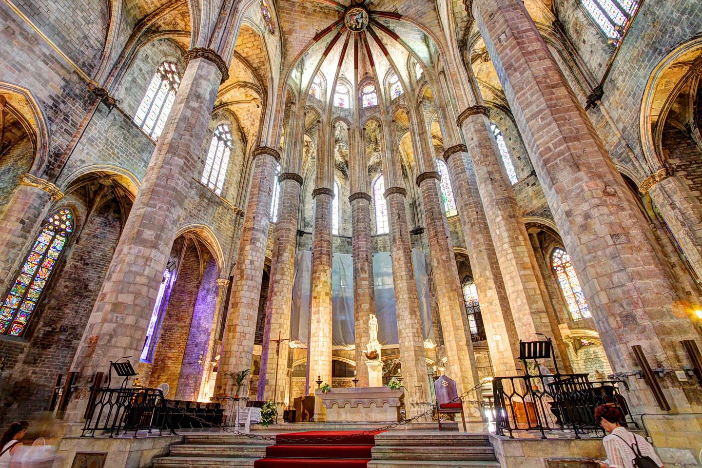 La iglesia había sido arrasada por un incendio que duró once días enteros en 1936, a inicios de la guerra civil española