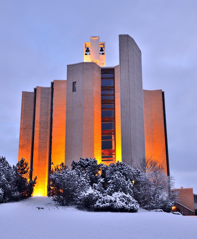 WEB-TAMPERE-CHURCH-FINLAND-shutterstock_173455316-Estea-AI