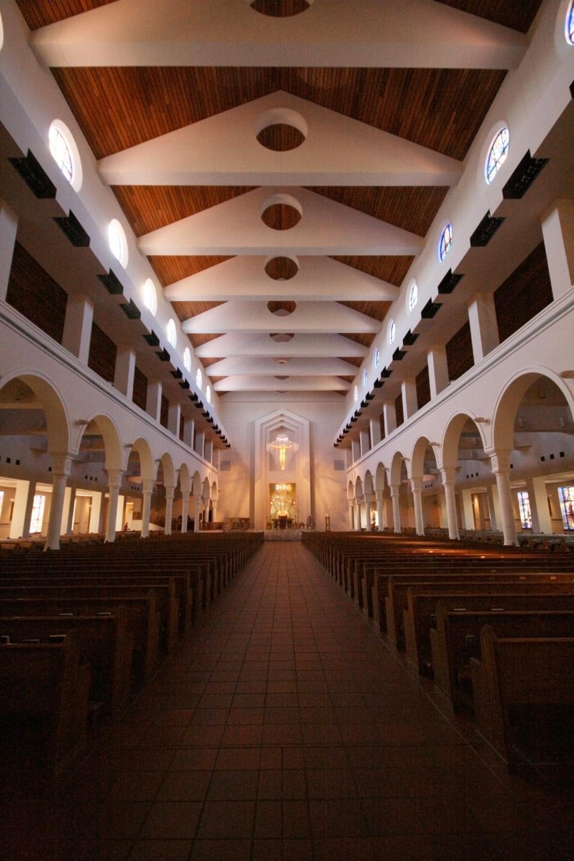 Muchos de los millones de turistas que visitan la zona son católicos y, naturalmente, necesitan un lugar para atender sus necesidades espirituales: originalmente, las misas programadas para atender a los turistas se celebraban en algunos  espacios más o menos acondicionados en varios hoteles locales
