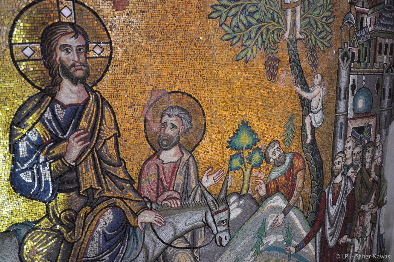 Los mosaicos del transepto sur muestran, en una escena, la llegada de Jesús a Jerusalén a lomo de burro y, en otra, la Transfiguración en el monte Tabor.