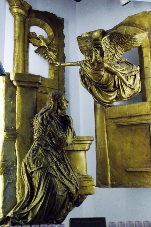 Justo en el Strip, se encuentra el Santuario del Santísimo Redentor: un templo que, sin ser una parroquia (es un santuario, precisamente), ofrece misas diarias y horas de adoración del Santísimo Sacramento casi todas las tardes.
