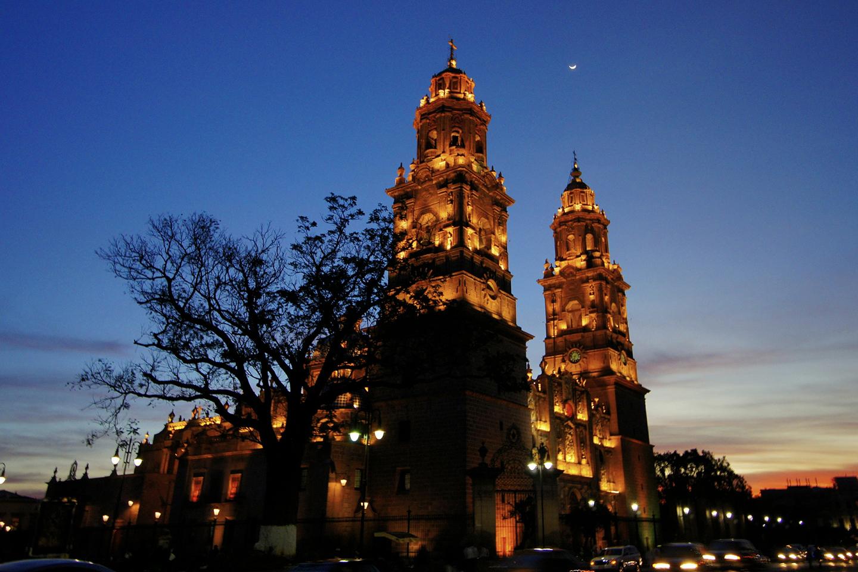 Con torres de más de 65 metros de altura, la catedral se comenzó a construir en 1660 y fue concluida en 1774.