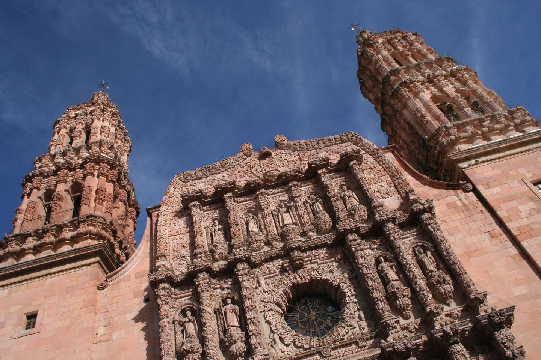 La catedral, construida entre 1731 y 1752, está dedicada a la Virgen de La Asunción.