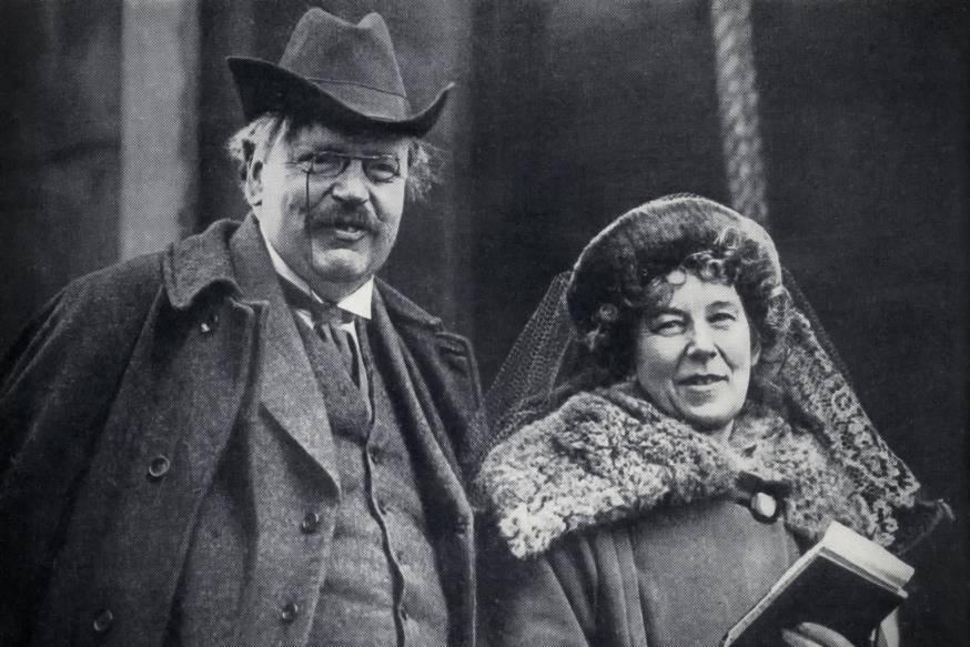La mujer junto al hombre, Frances Chesterton