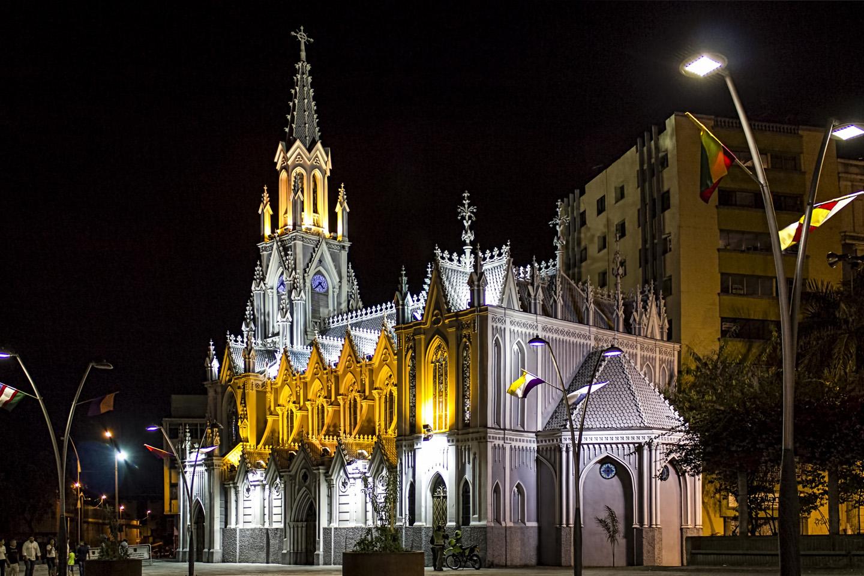 Originalmente una humilde construcción de bahareque, dedicada a la Virgen de la Soledad, la nueva iglesia gótica fue construida cuando la original sucumbió a los embates de un terremoto.