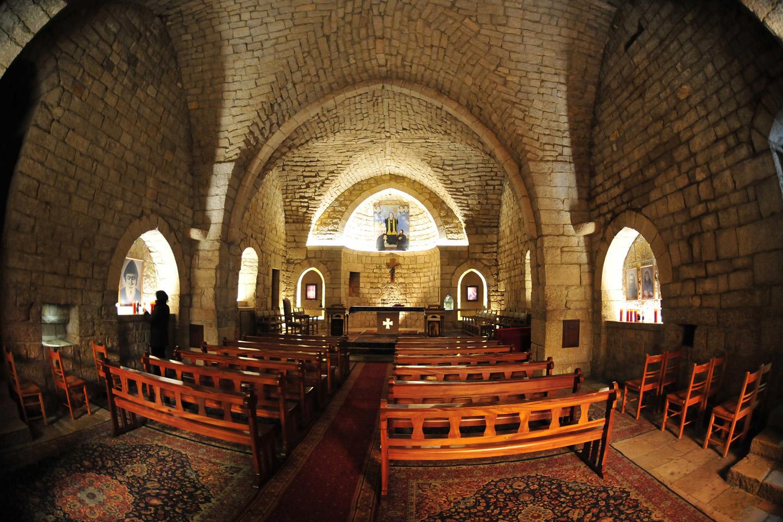 El monasterio de san Marón Annaya, de la Orden Libanesa Maronita, se encuentra a 1200 metros de altura, en una de las colinas de la región libanesa de Jbeil, relativamente cerca de Beirut