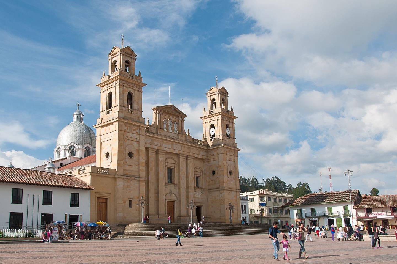Aunque la fiesta diario, el templo recibe peregrinos de toda Colombia que acuden a pedirle a la patrona por sus necesidades temporales y espirituales.